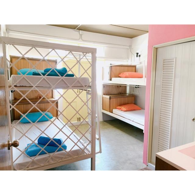 ห้องพัก 4 คน พร้อมห้องน้ำในตัว ใจกลางเมืองภูเก็ต ที่ Sleep Sheep Hostel & Cafe'
