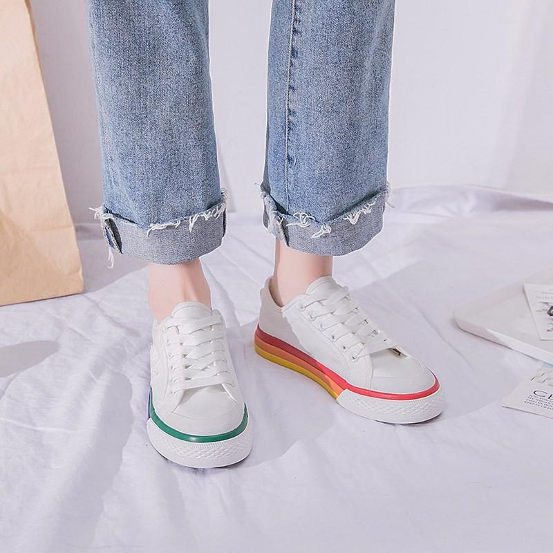 คัดสรรกับการแต่งกายสวมใส่รองเท้าผ้าใบสีรุ้งหญิงฤดูใบไม้ร่วงเกาหลี