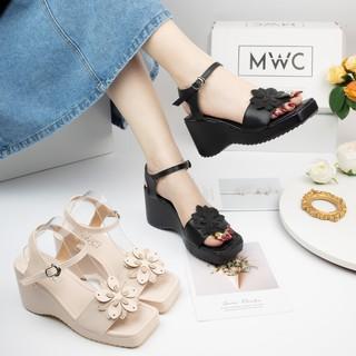 Giày sandal nữ quai ngang đính hoa đế xuồng MWC NUSD- 2796