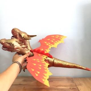 Rồng lửa hai đầu có cánh, có đèn và âm thanh