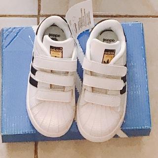 giày adidas màu trắng