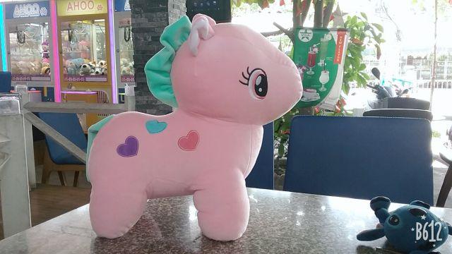 Ngựa pony. Chất siêu mềm và mịn, tựa miniso, rất thích hợp và an toàn cho bé khi chơi. Sản...
