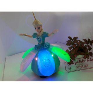 Elsa biết nhẩy múa và có váy xòe như bông hoa
