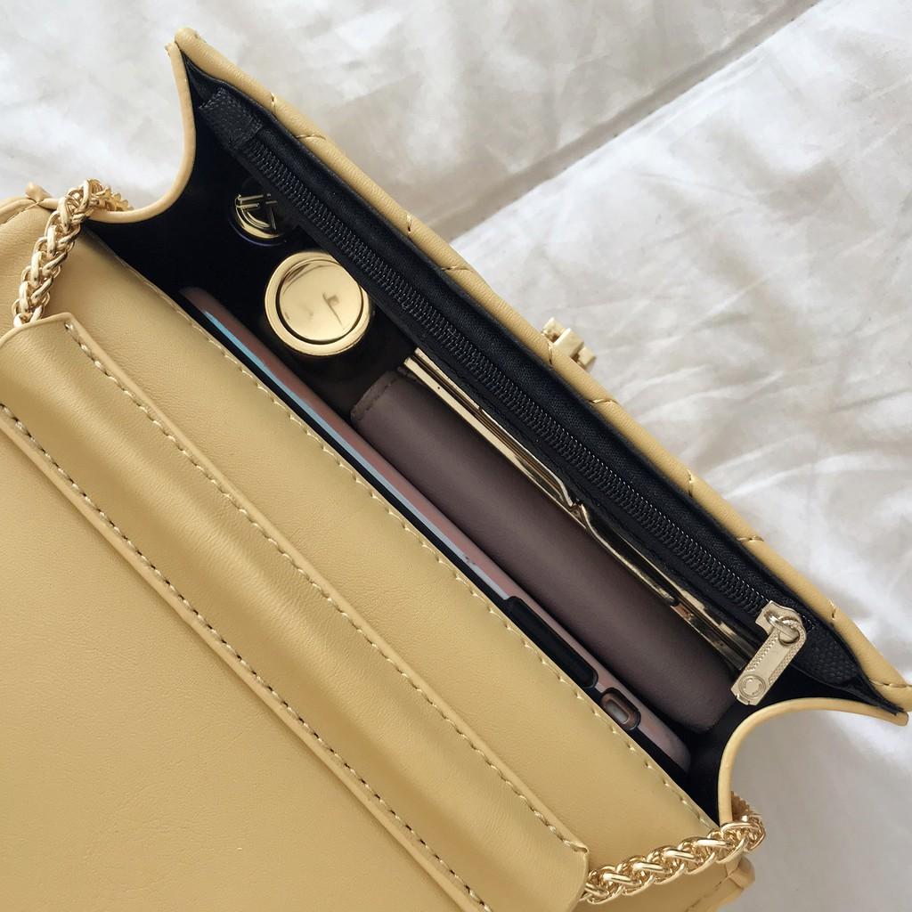 Túi đeo chéo trần trám khóa tròn siêu sang - A147