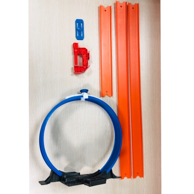 Combo Hotwheels : 1 đường tròn,3 thanh đường đua,1 mối nối,1 chốt đỏ