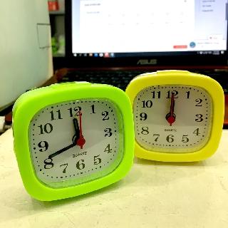 Đồng hồ báo thức để bàn hình vuông Xanh/Vàng