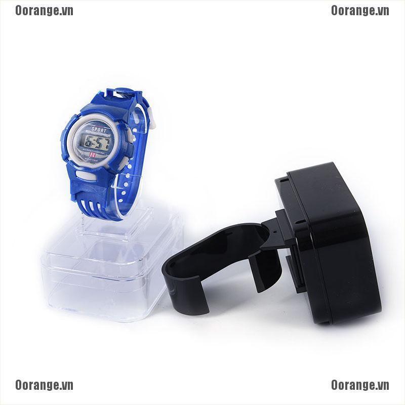 Khay nhựa đựng cơm trưng bày đồng hồ