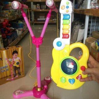 Bộ đồ chơi bé làm ca sĩ kèm đàn ghita
