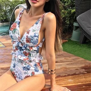 Bikini xẻ ngực