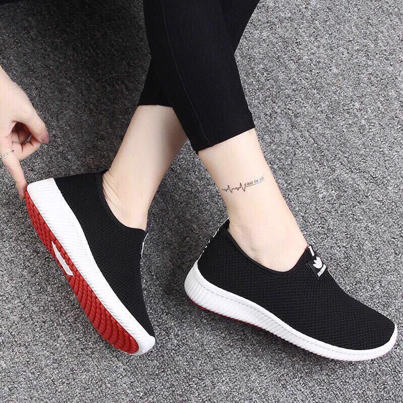 Giày nữ Slip on vải màu đen đế đỏ đi cực êm - 3389667 , 1027789502 , 322_1027789502 , 250000 , Giay-nu-Slip-on-vai-mau-den-de-do-di-cuc-em-322_1027789502 , shopee.vn , Giày nữ Slip on vải màu đen đế đỏ đi cực êm