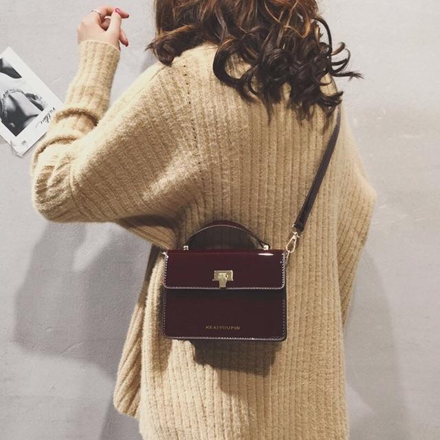 Túi đeo chéo hình hộp dễ đeo hợp trend