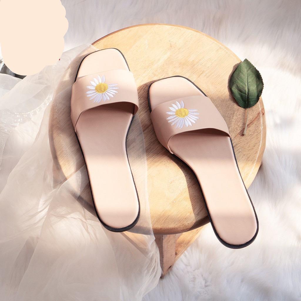 [Mã FAMAYWA giảm 10k đơn từ 50k] Dép quai ngang dép thêu hoa cúc mùa hè siêu rẻ - g5