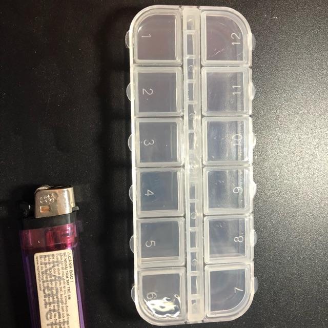 Hộp nhựa 12 ô ( loại bé nhất )