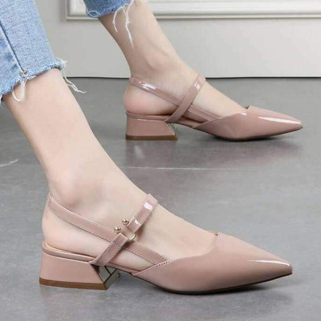 Giày kiểu dáng tiểu thư