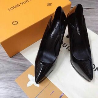 Giày cao gót mũi đúp đen be