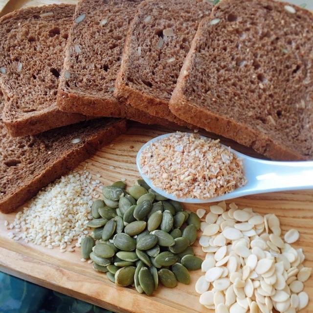 Bánh mì đen mix hạt ngũ cốc