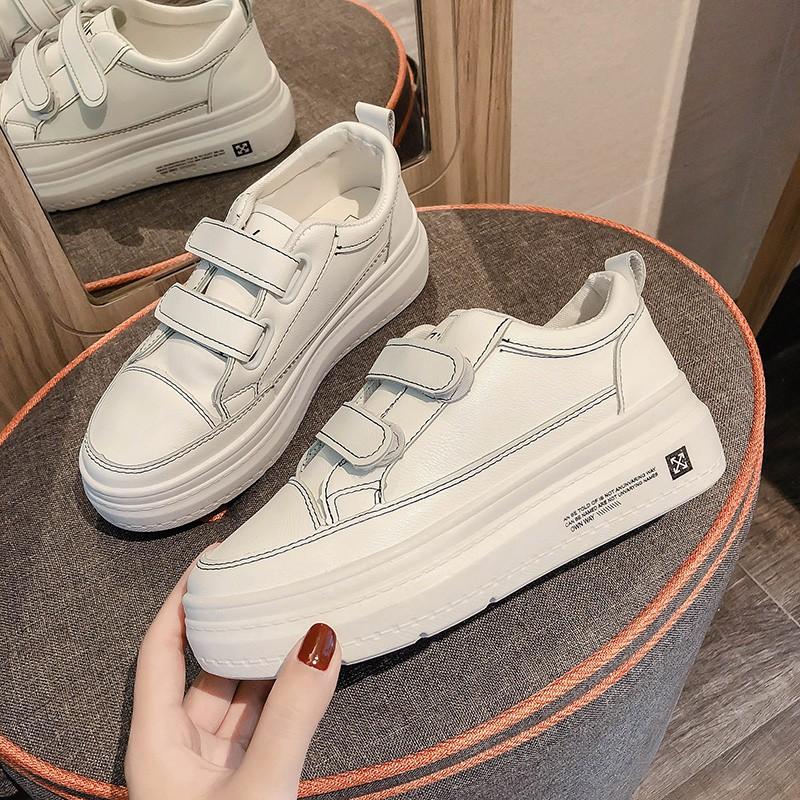 รองเท้าแพลตฟอร์มสีขาว