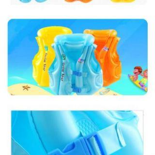 Set đồ bơi cho bé. Gồm 1 áo bơi màu vàng và 1 cặp phao bơi cho bé. Chất liệu nhựa cao cấp an toàn cho bé sử dụng……..