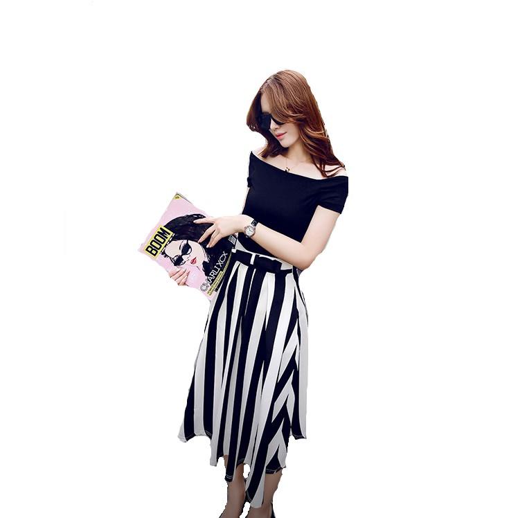 Set áo thun trễ vai và chân váy vintage sọc TH08389