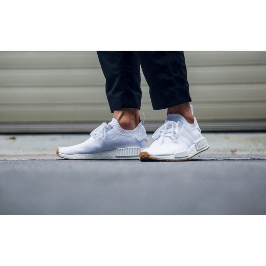 อาดิดาสต้นฉบับ NMD R1 PK ฐานสีขาวคาราเมลเต็มฐานพลาสติก BY1888 ถักรองเท้าวิ่ง