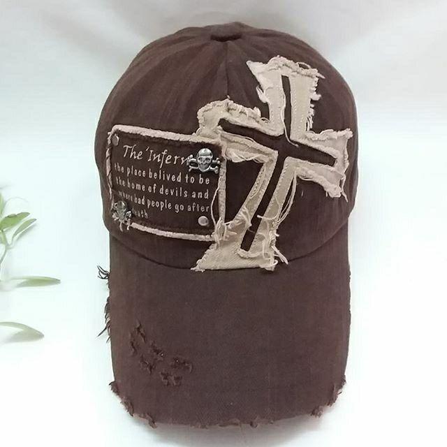 หมวกมือสองแฟชั่น ลายเท่ ไม่ซ้ำใคร มีใบเดียว ของแท้ สภาพใหม่