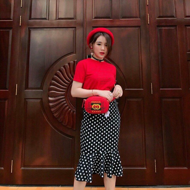 set áo thun đỏ chữ chân váy bi