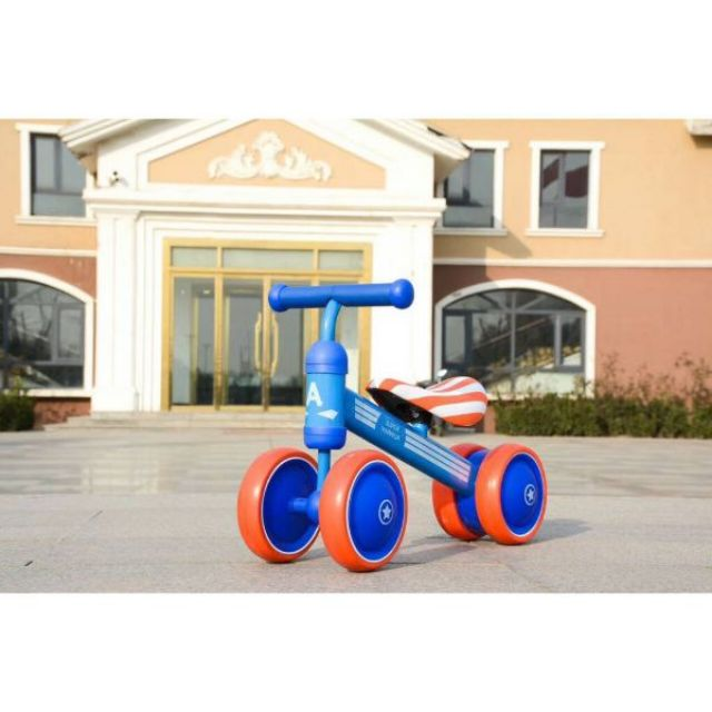 Xe chòi chân cân bằng 4 bánh cho bé. Xe thăng bằng khung kim loại chắc chắn