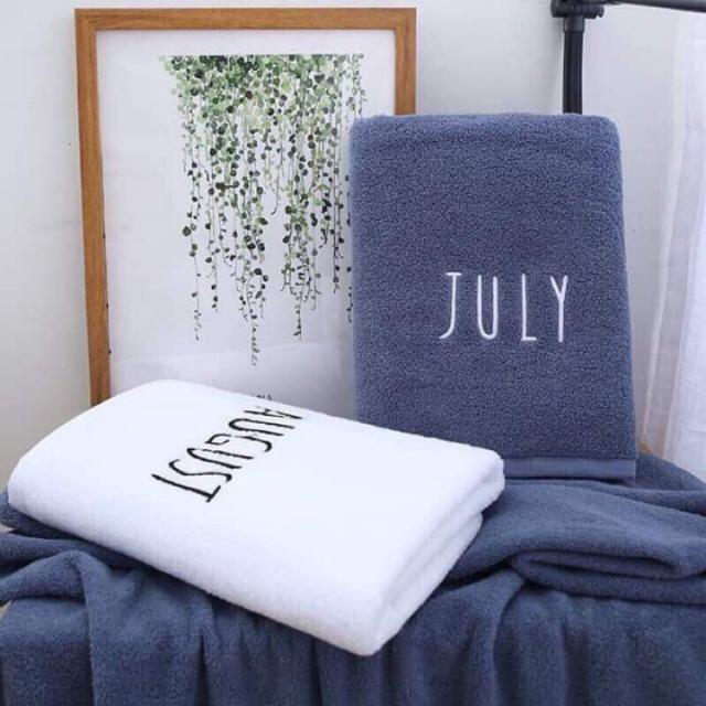 Khăn tắm ngày tháng 70x140 cm thêu logo 12 tháng, chất khăn bông mềm mịn chuẩn hàn quốc, thấm hút mồ hôi cực tốt