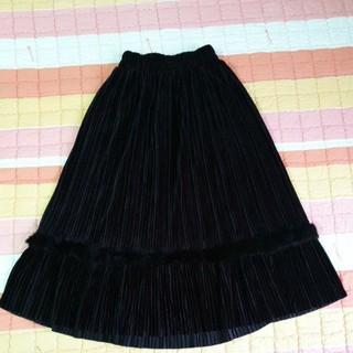 chân váy nhung xếp li dáng dài qua gối. size từ 50 đến 58kg.cao 1m58 trở lên mặc đẹp. giá siêu yêu