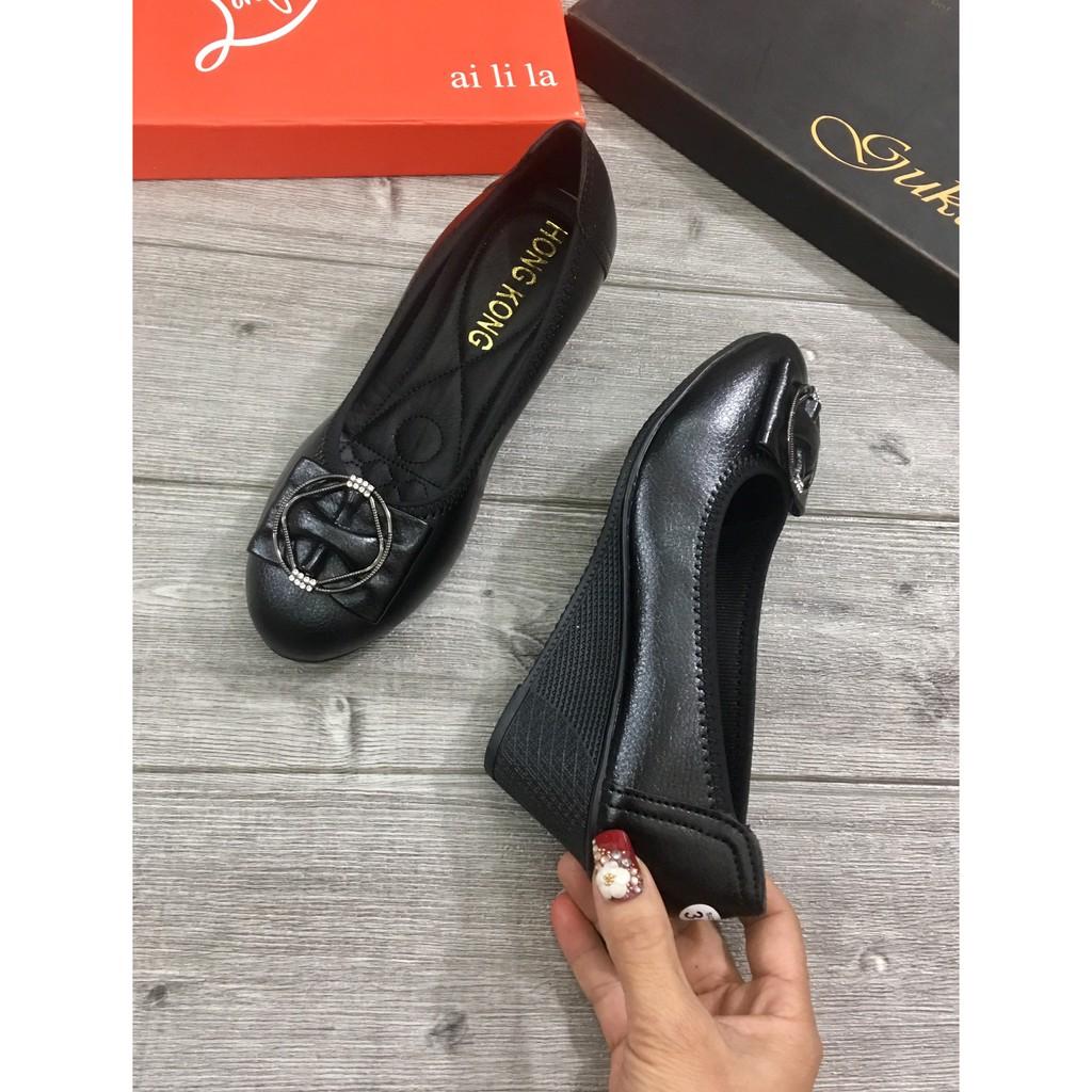 Giày đế bằng da mềm dành riêng cho các bà các mẹ trung niên