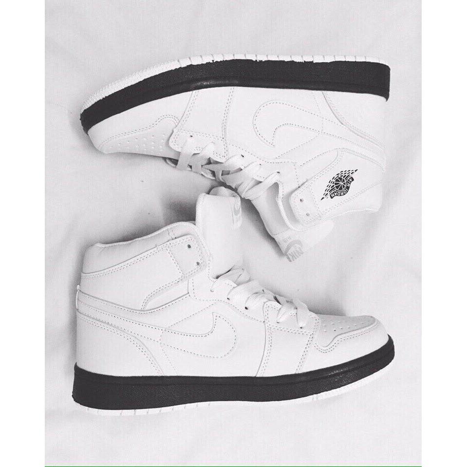 Giầy Jordan 1 trắng đế đen chất đẹp giá rẻ