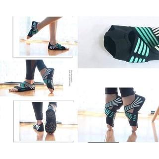 Giày tập yoga chống trơn trượt.