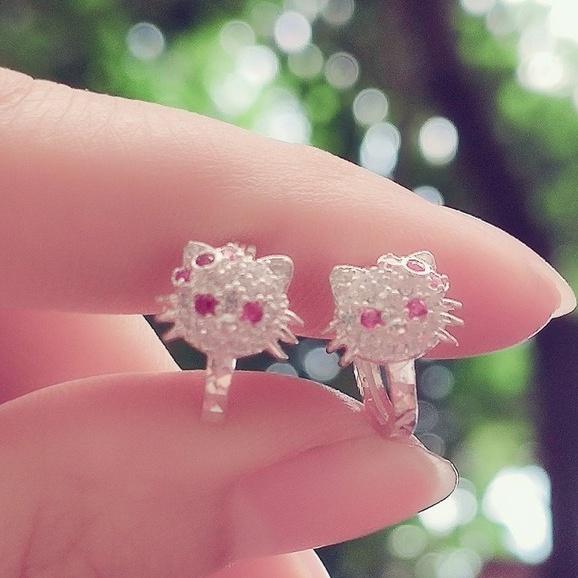 Bông tai bạc bông cài mèo hello kitty đính đá trắng nhỏ điểm nơ hồng cho bé_ Van jw