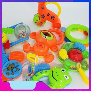 Bộ đồ chơi xúc xắc 8 món cho bé – THANH XUÂN