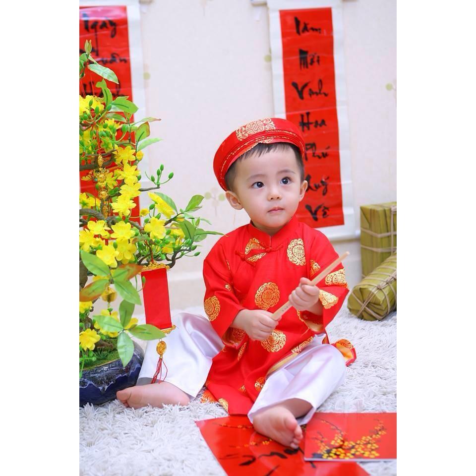 Áo dài bé trai gấm thái tuấn màu đỏ kèm khăn đóng