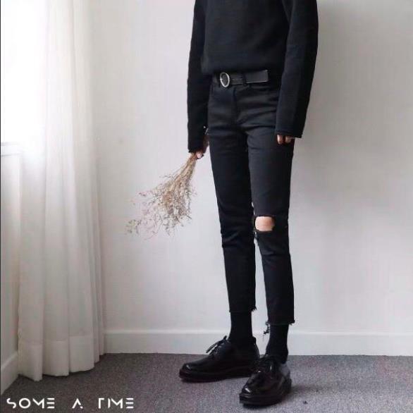 Quần Jean Nam Rách Gối Một Bên Màu Đen Dáng Ôm Phong Cách Hàn Quốc Hot Trend Năm 2020-J05