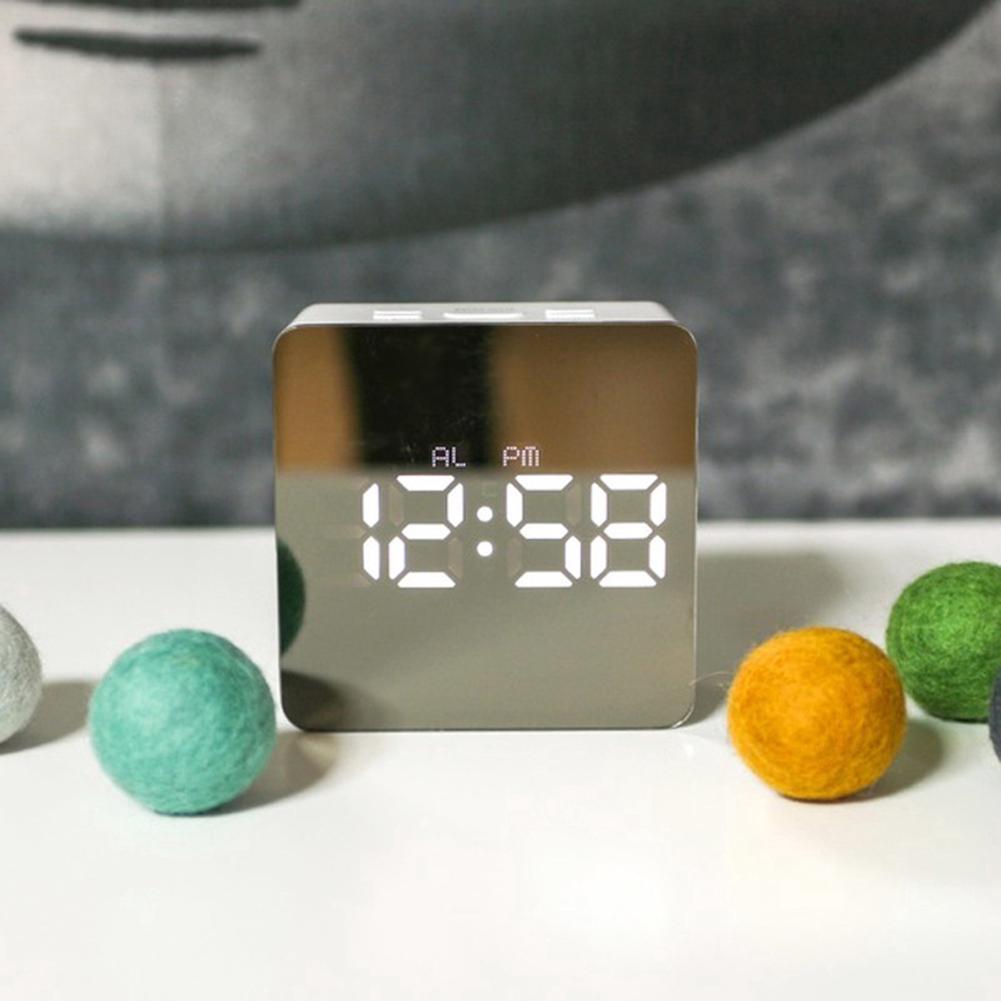 Đồng hồ báo thức điện tử hiện đại