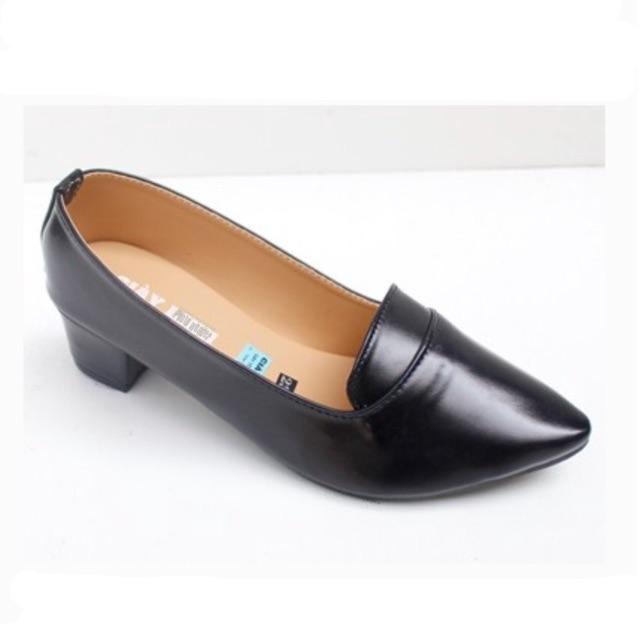 Giày gót trơn bít mũi công sở
