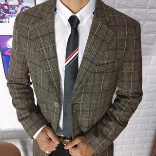 Áo măng tô chất dạ mỏng dáng dài, kiểu dáng kẻ trẻ trung và thanh lịch