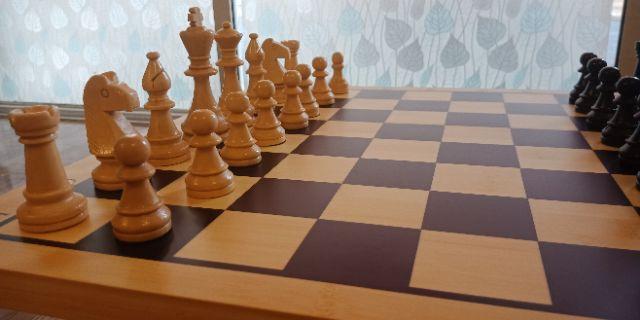 Bộ cờ vua gỗ tiêu chuẩn