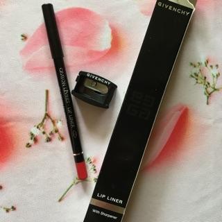 Chì Kẻ Viền Môi Givenchy Lip Liner With Shapener 1g thumbnail