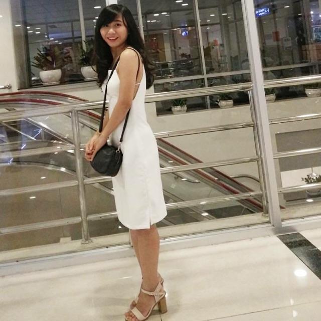 Đầm trắng Tinfour