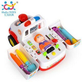 Bộ đồ chơi xe cứu thương và phụ kiện bác sĩ