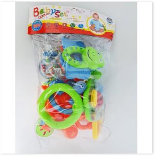 Bộ đồ chơi xúc xắc 8 món cho bé