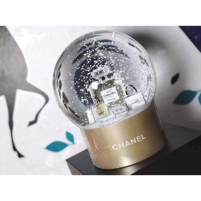 CHANEL VIP GIFT GLASS SNOWBALL