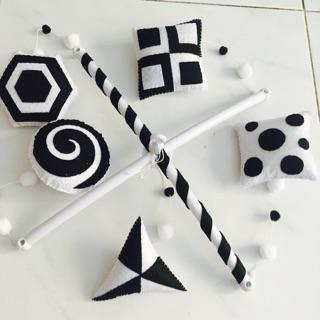 Đồ chơi treo nôi trắng đen handmade ( hình thật)