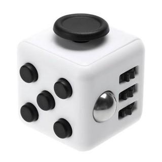Fidget Cube – Dụng cụ kì diệu giúp tập trung công việc