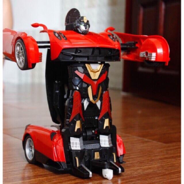 Xe biến hình thành robot
