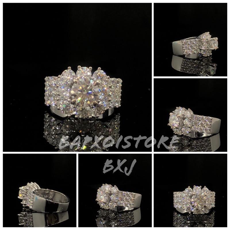 Nhẫn FULL moissanite: Chủ Moissanite 6,3ly có kiểm định, tấm Moissanite 3,5ly-2,5ly; Chất liệu bạc/vàg 10-14-18k