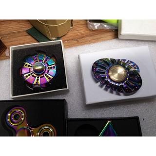 Fidget Spinner kim loại phủ màu đa sắc mã số EE1621 X-13975